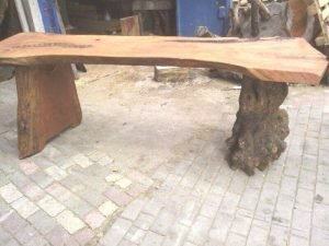 ağaç ayaklı kütük masa